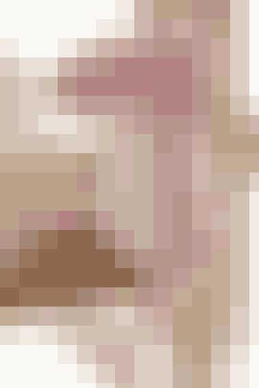 Det søde pigefår er hæklet i tøset rosa og hvid - se opskriften her