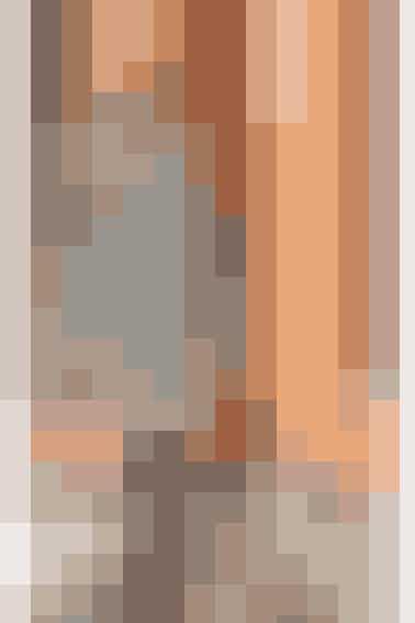 Sweaterkjolen er strikket i de grafisk flotte pepitatern - også kaldet \
