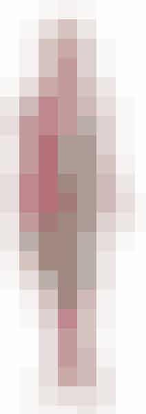Kjole Divine Decadence 1.799 kr.  Tørklæde One Item 199 kr.  Rosa strømper Jonathan Aston 59 kr.  Gabor sko Perfect Sko 899 kr.  Halskæde Sandwich 229 kr.  Sand-brillestel 2.498 kr. Profil Optik.