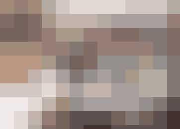 Snakken går lystigt, når varmestuestrikkerne er samlet. Fra venstre Bente Poulsen, Mimi Jensen, Lillian N. Christensen, Betina Kristensen, Anna-Grethe Robertsen, Marianne Præsius, Hanne Bjerring Jensen, Jannie Damgaard-Sørensen og Rita Hvid. Foto: Henrik Bjerg