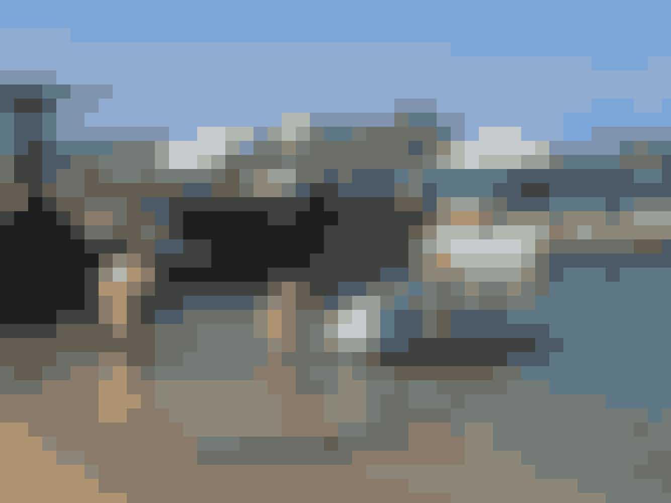 Scooteren ville ikke rigtig, som fotografen ville. Så undertegnet med solhat blev sendt i vandet og måtte gemme sig bag scooteren, mens alle kræfter blev brugt på at holde den i samme position - hele tiden. Hvad man ikke gør for en glad fotograf.Se resultatet her >>