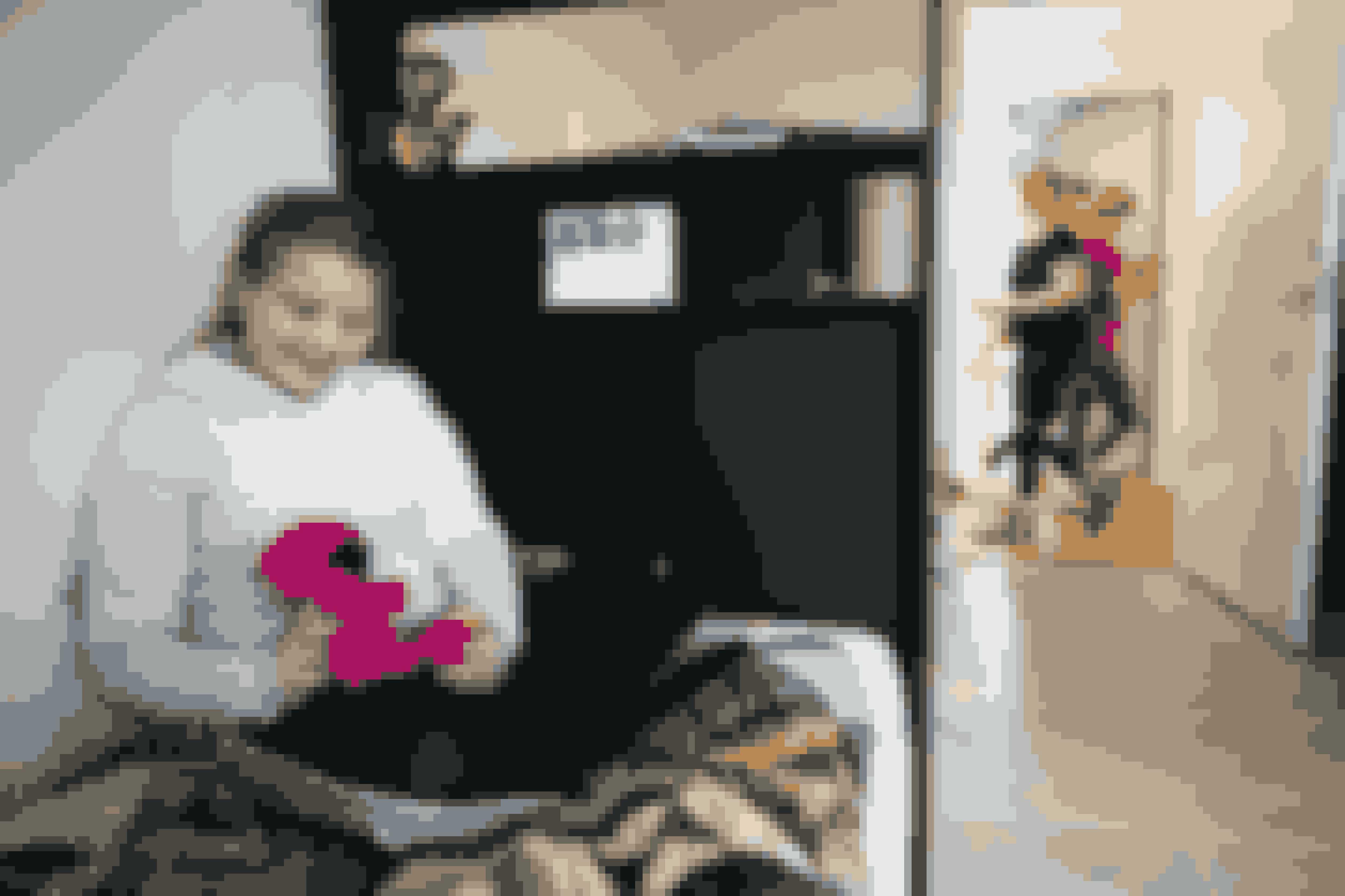 Astrid deler værelse med Carla. Begge piger fik ved deres ankomst til julemærkehjemmet et patchworktæppe og en hæklet bamse.