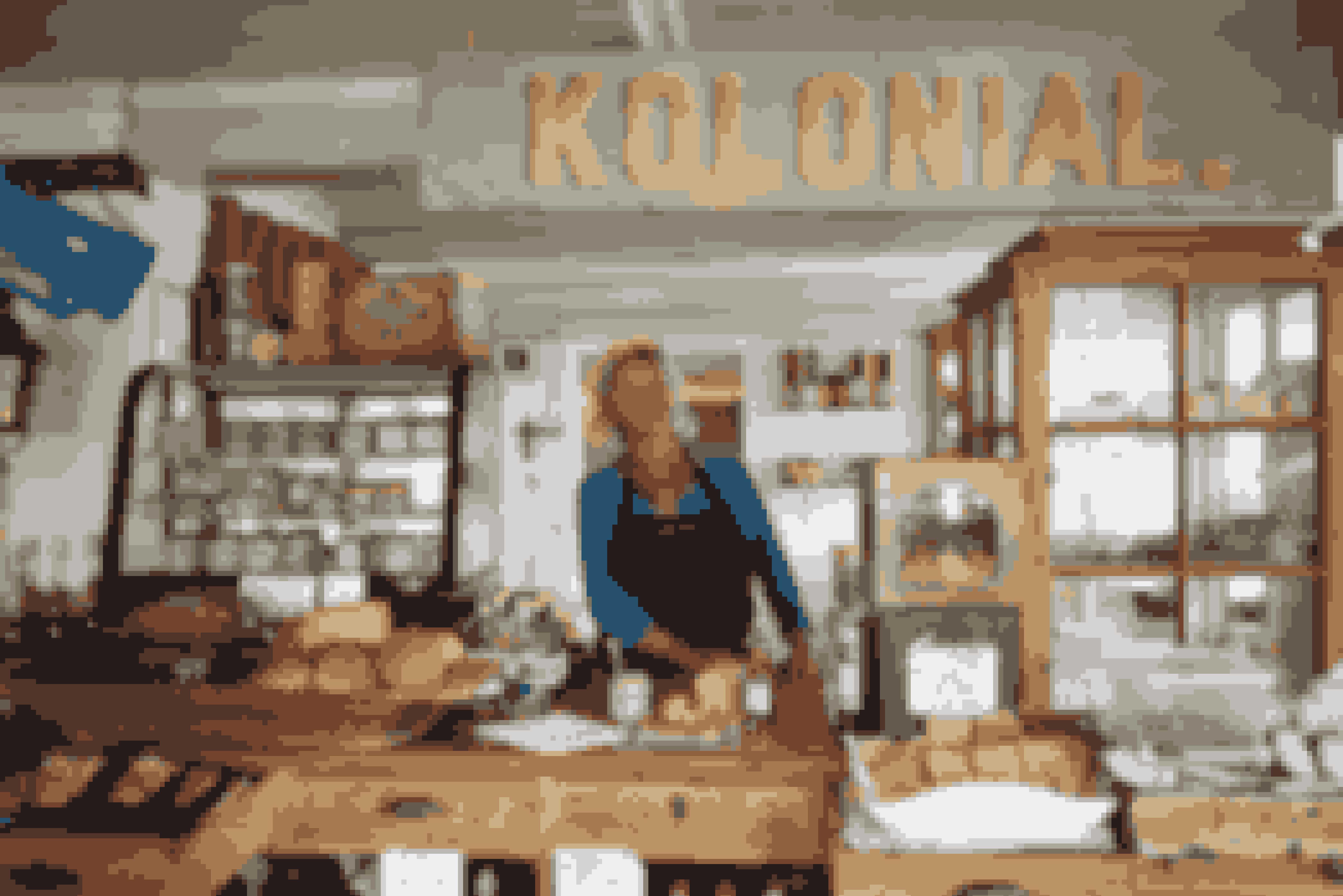 Gode lokale produkter kan købes mange steder på Samsø, blandt andet hos Hanne i købmandsgården i Ballen ...
