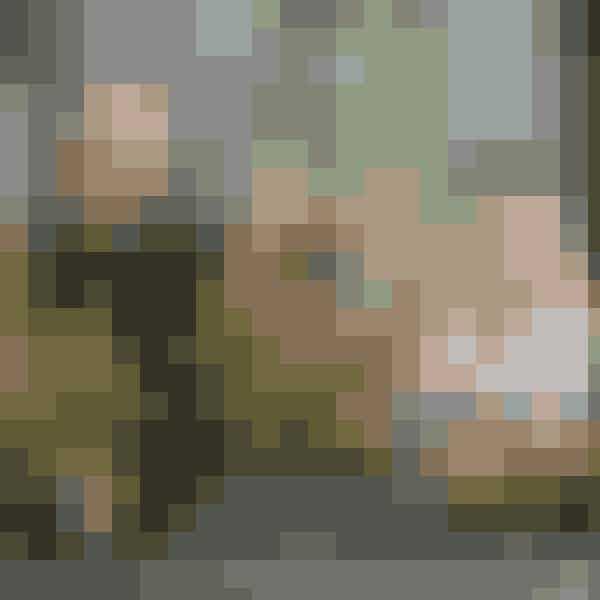 Gartneriet Pedersen A/Sproducerer foruden prydpebreogså et væld af smukkestauder. Så det var som atslippe et barn løs i en slikbutik,da Henning Pedersen lodmig gå på rov i rækkerne efterstauder og græsser, dersammen med prydpebrekunne udgøre en flot efterårssammenplantning.Den er vi igang med at kreere her.Foto: Henrik Bjerg, Carina Krüger m.fl.