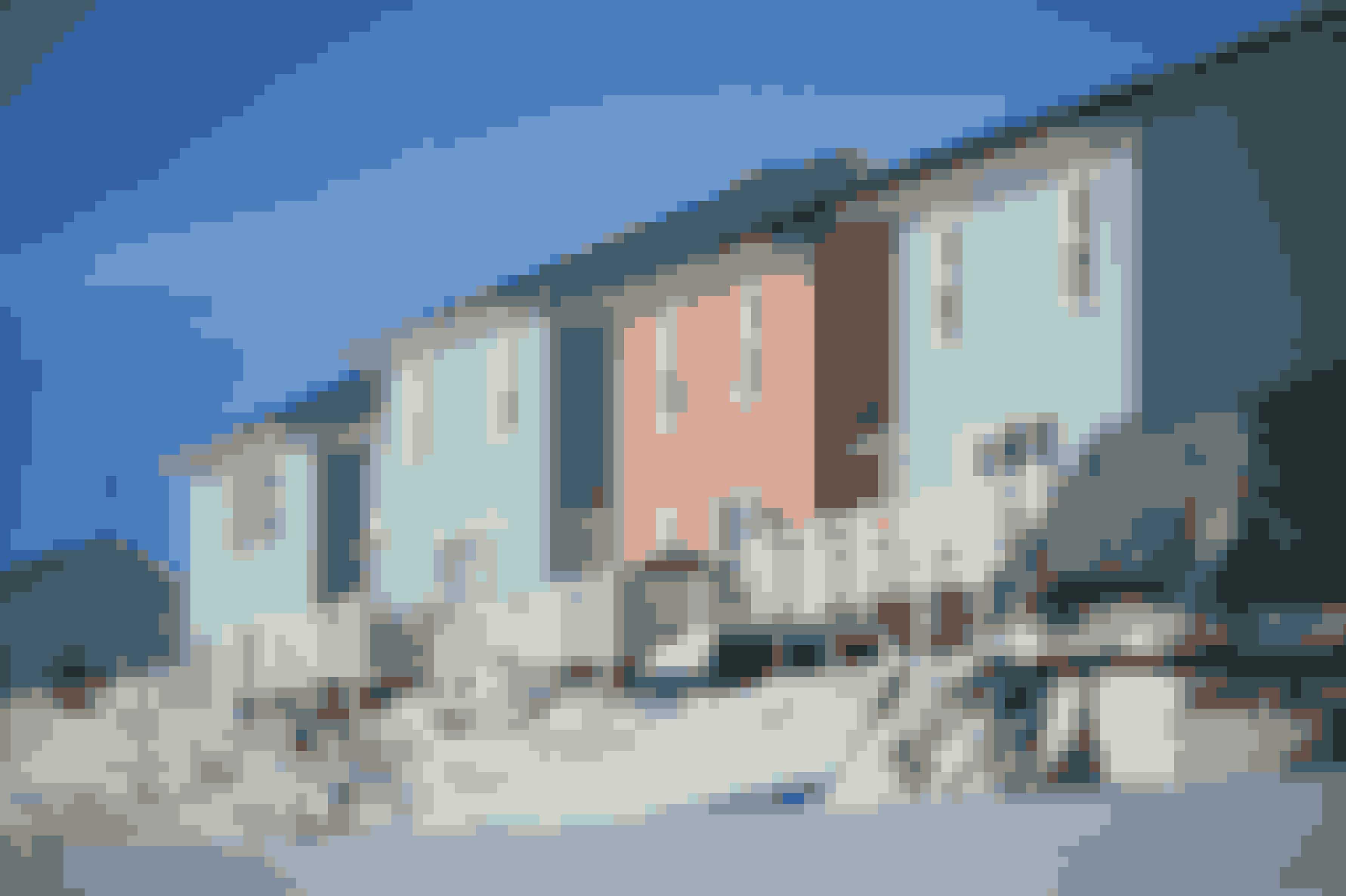 """Den grønlandske natur er ret så """"naturfarvet"""", så mange huse har festlige farver. I gamle dage kunne man se på husene, hvilken funktion de havde. Hospitaler var for eksempel altid gule."""