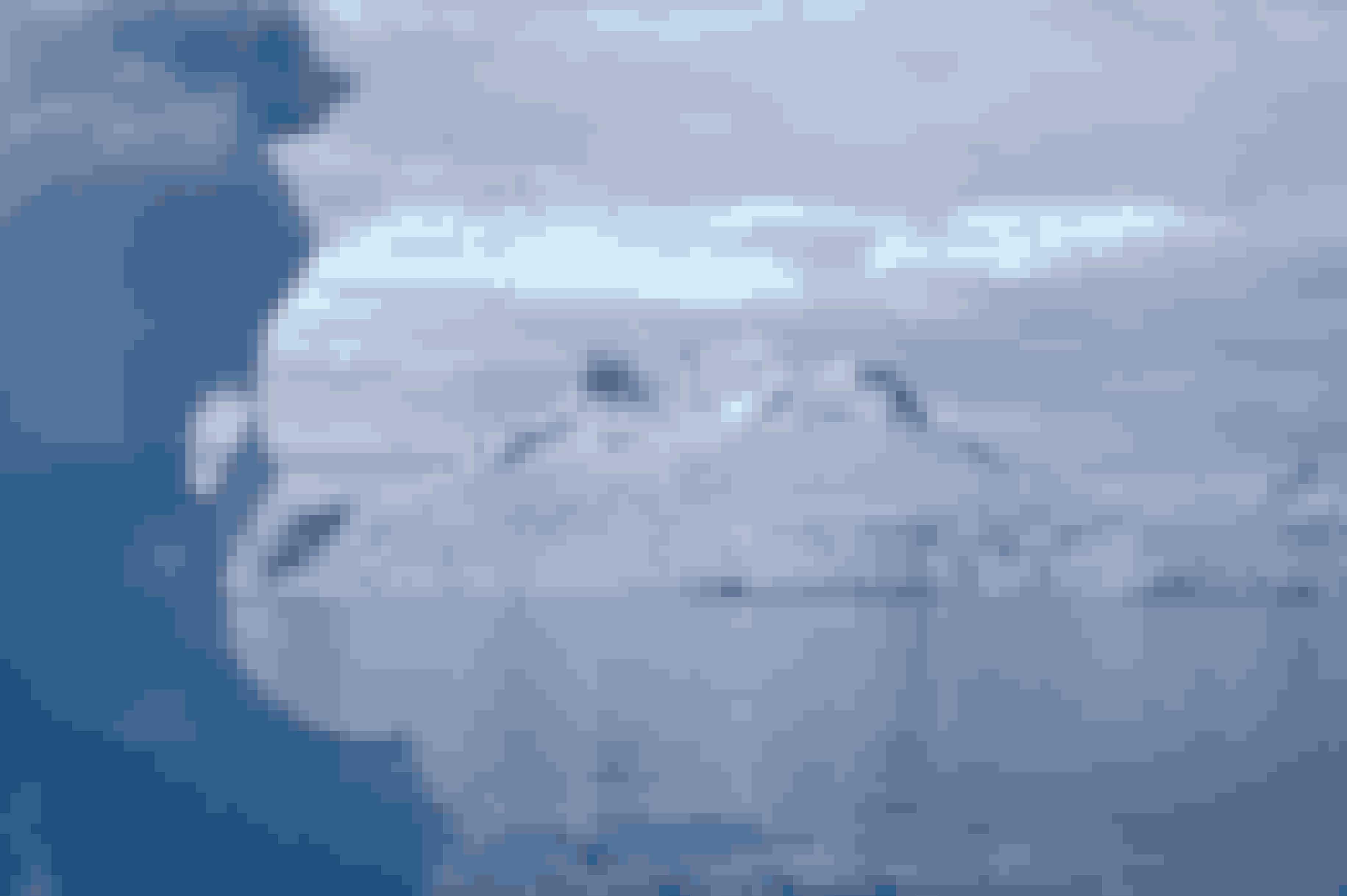 Iskosser glider langsomt ud mod det store hav.