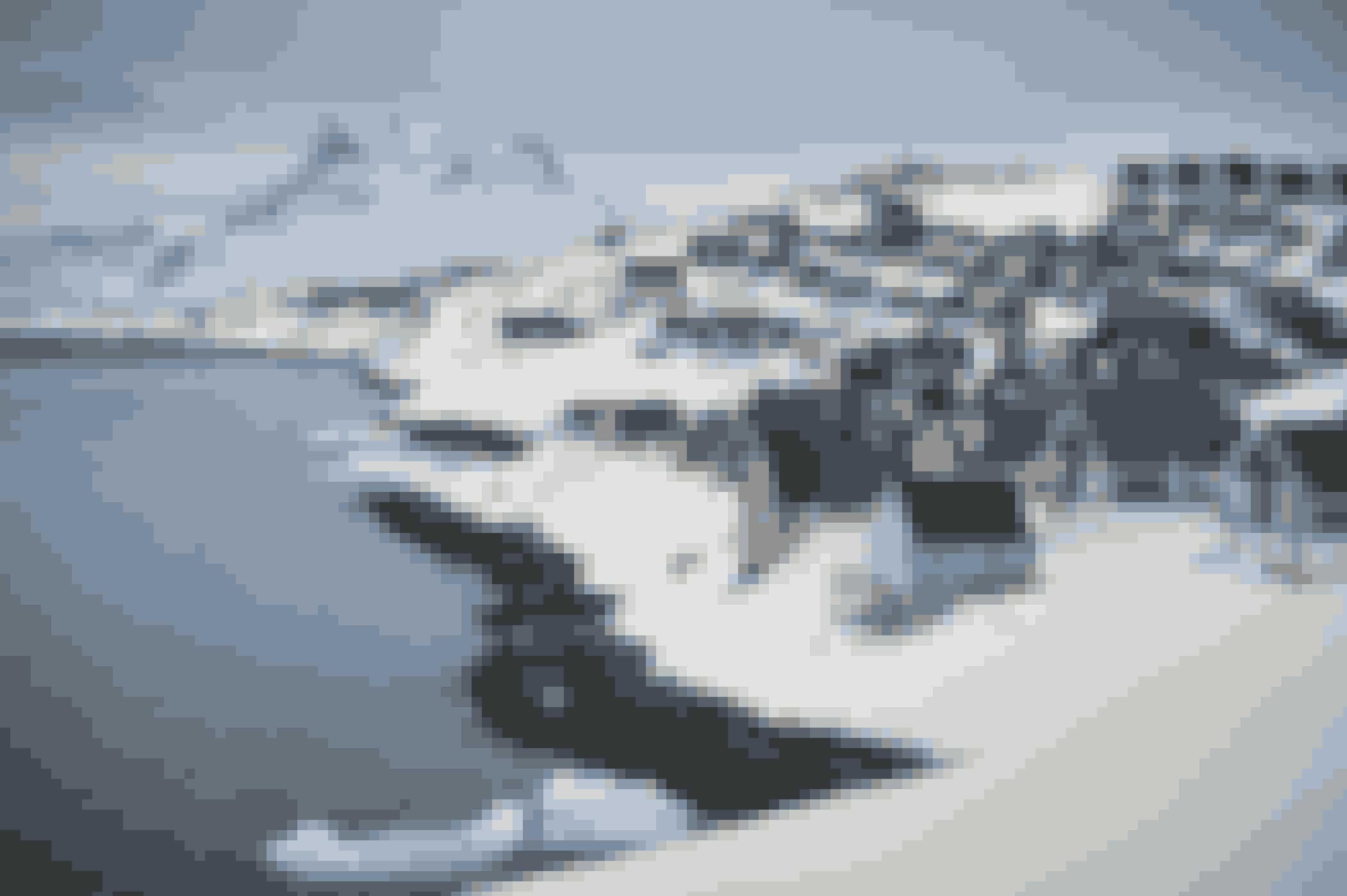 Et af de mest anvendte motiver i Nuuk - og det er der ikke noget at sige til. Boligkvarteret Myggedalen i forgrunden og byens vartegn, Sermitsiaq, i baggrunden.