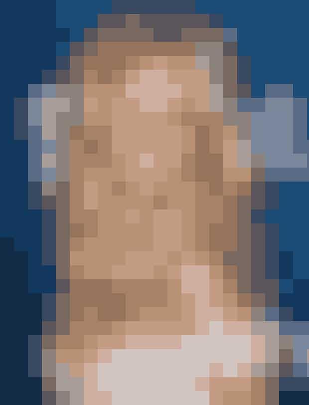Baywatch-stjernen Pamela Anderson var vel nok én af de første kvinder, der gik all in på silikonebryster. Sammen med den røde badedragt er de blevet hendes varemærke, selvom hun de sidste mange år har skruet en del ned for sin offentlige tilstedeværelse.