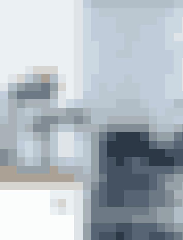 Marie og hendes mand er begge ivrige amatørkokke, og et stort italiensk kokkekomfur af mærket Ariston stod derfor øverst på ønskesedlen, da de renoverede køkkenet. Kaklerne er fra Made a Mano, mens de store krukker med køkkenredskaber er fundet på et kenyansk gademarked. Den lille støbejernsgryde købte parret i Tokyo sammen med kedlen, der er formgivet af japansk designs grand old man Sori Yanagi. De små facetterede skåle er skabt af keramikeren Helene Stockmarr og hører til blandt Maries favoritter