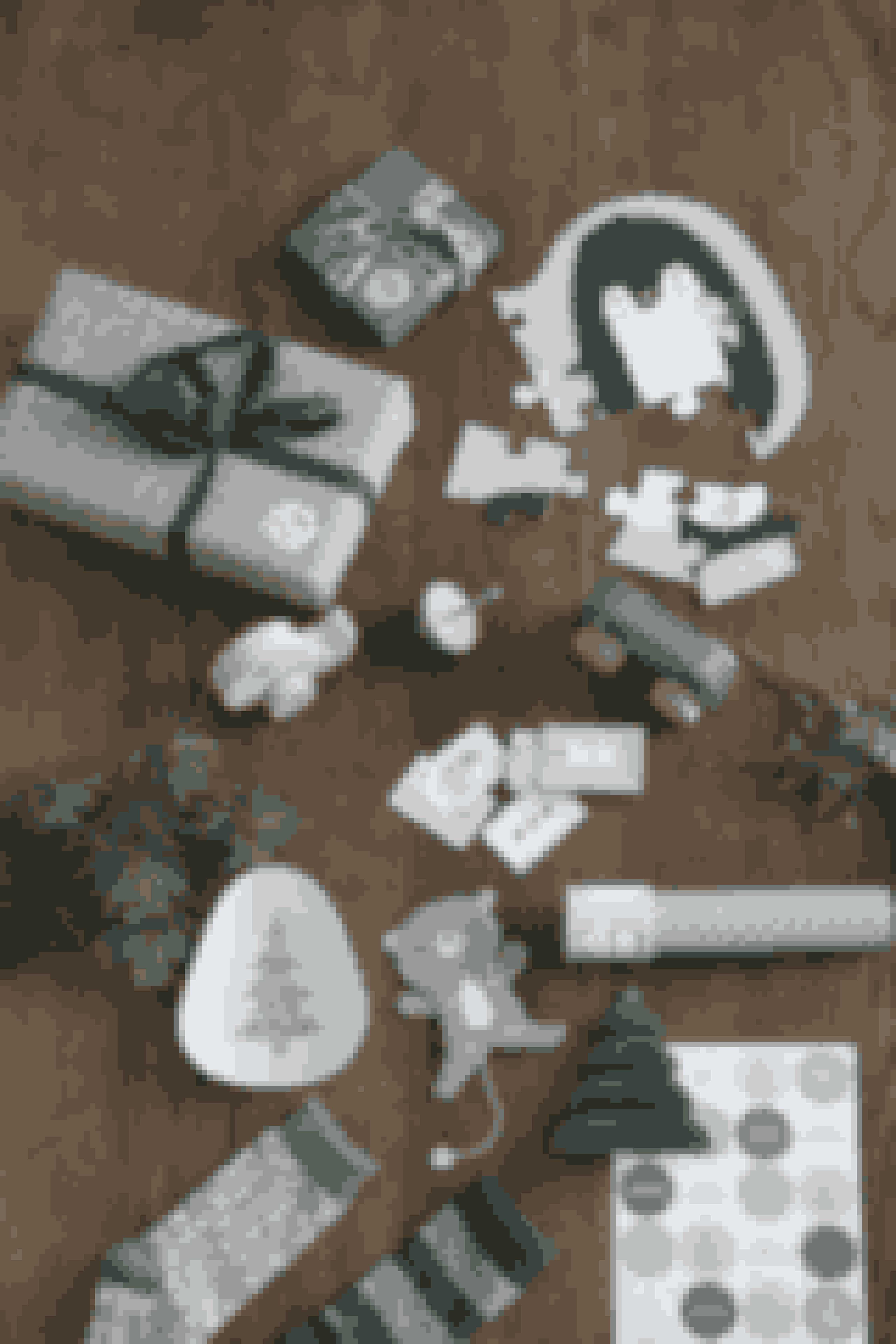 Det bliver ikke svært, at lave pakkekalender denne jul. Julekollektionen indeholder også alt, hvad hjertet begærer af nuttet legetøj.Puslespil, flere varianter. Pris: 19,90 kr.Snorretop, fire designs. Pris: 4,98 kr.Biler, fire designs. Pris: 14,90 kr.Kort, to varianter. Pris: 4,98 kr.Kaleidioskop, tre farver. Pris: 14,40 kr.Skål i bambus, tre designs. Pris: 9,80 kr.Klistermærker, fire designs. Pris: 6,88 kr.Sprællemand, fire farver. Pris: 6,90 kr.