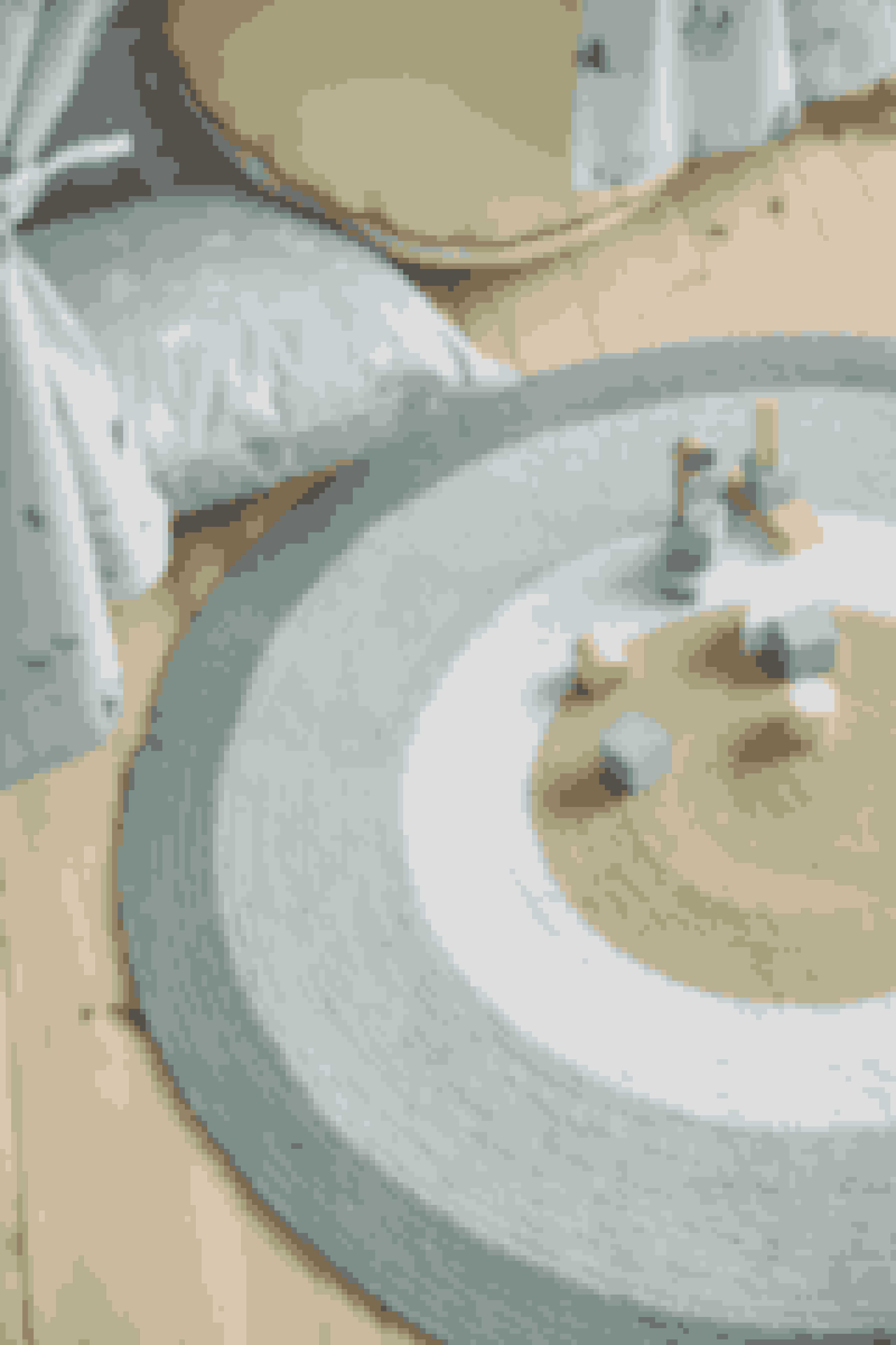 Skab et blødt underlag, dine børn kan lege på med dette legetæppe, som findes i to forskellige farver. Pris: 124 kr.