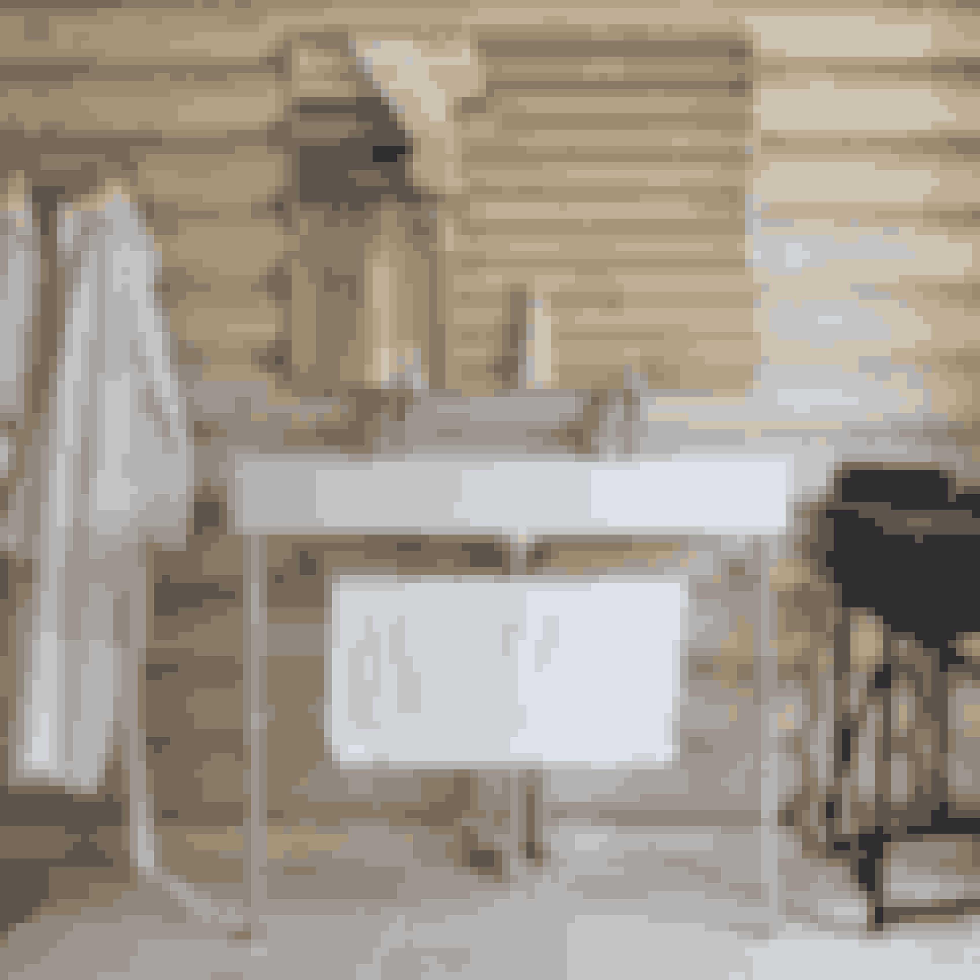 Træplanker på væggen skaber ultimativ natur-stemning på dit badeværelse og leder tankerne mod hyggelige svenske skovhytter.