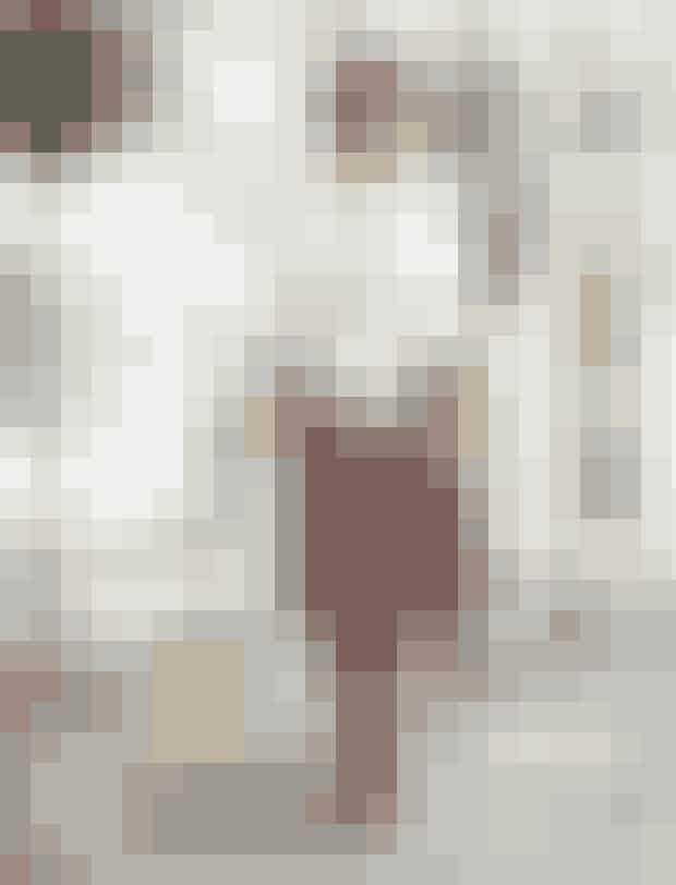 Nederdel, str. XS-XXL, polyester, 699 kr. Masai.Striktrøje, str. XS-XXL, uldmiks, 1.299 kr. Masai.Støvler, str. 36-41, 799 kr. Tamaris.Taske, 549 kr. Unmade.Armbånd, 149 kr. Magasin.Briller, 1.895 kr. Marc Jacobs fra Louis Nielsen.