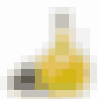 OLIVENOLIE (ELLER ANDRE GODE FLYDENDE OLIER)Olier er effektive til at fjerne makeup med. Du skal bare komme nogle dråber på en hårdt opvredet vatrondel, så har du et billigt og naturligt øjenmakeupfjerner-produkt. Bland evt. forskellige gode olier.Lidt god olie på fugtig hud fungerer også perfekt som pleje.Et par dråber Castor oil (amerikansk olie) er også fantastisk til at massere blidt på øjenbrynene for kraftigere og sundere bryn.