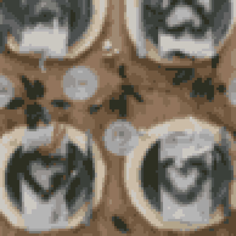 Lav små hjerteformede kranse af forskellige materialer og brug dem som pynt på julebordet. Du kan evt. sætte et lille bordkort fast i hver af dem.