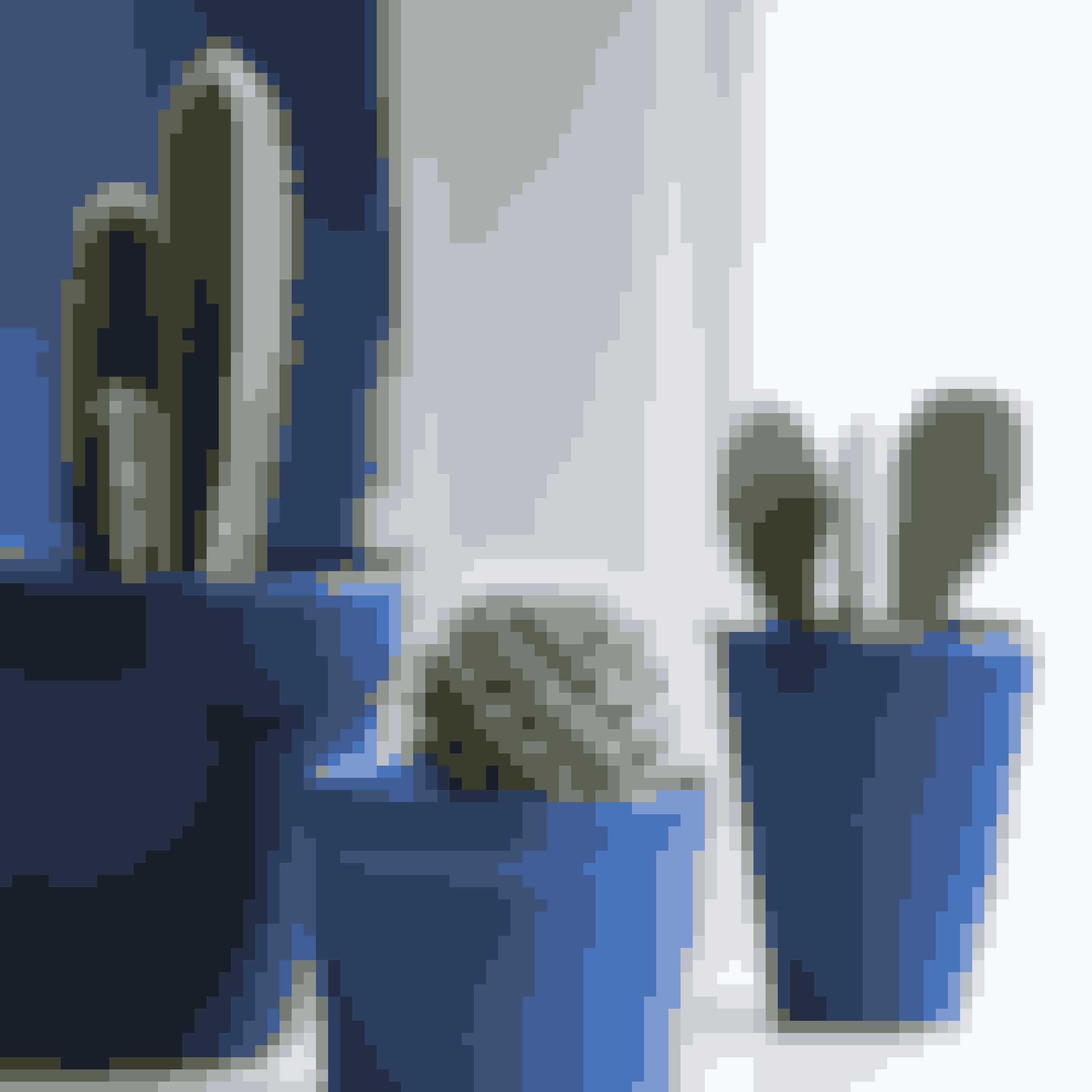 Gamle urtepotter er nemme at få som nye. Spraymal dem med forskellige nuancer af blå, og plant kaktusser i dem. De kan ofte findes billigt i Ikea.Små potter malet med spraymaling, kode 5010, fra Panduro Hobby. Stor potte malet med spraymaling, kode 104, fra Molotow.