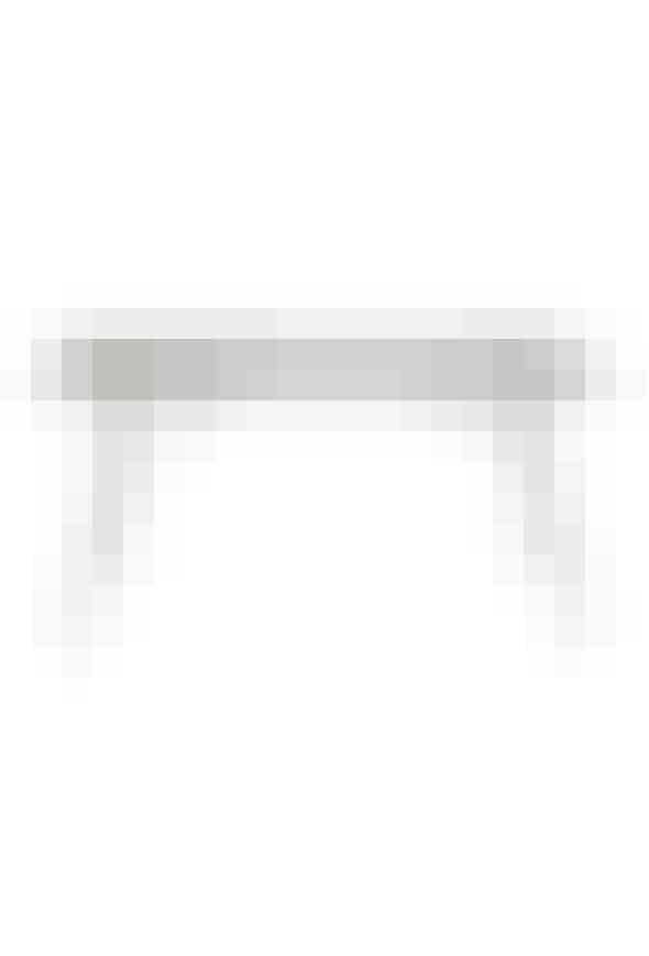 Havebordfra Fermob, 143 x 80 cm, 5650 kr. Køb det her!Invester i et enkelt og stabilt havebord i moderne materialer. Dette bord er lavet af stål, og er nemt at rengøre samtidig med, at det gør sig pænt på din terrasse med sit rå look.