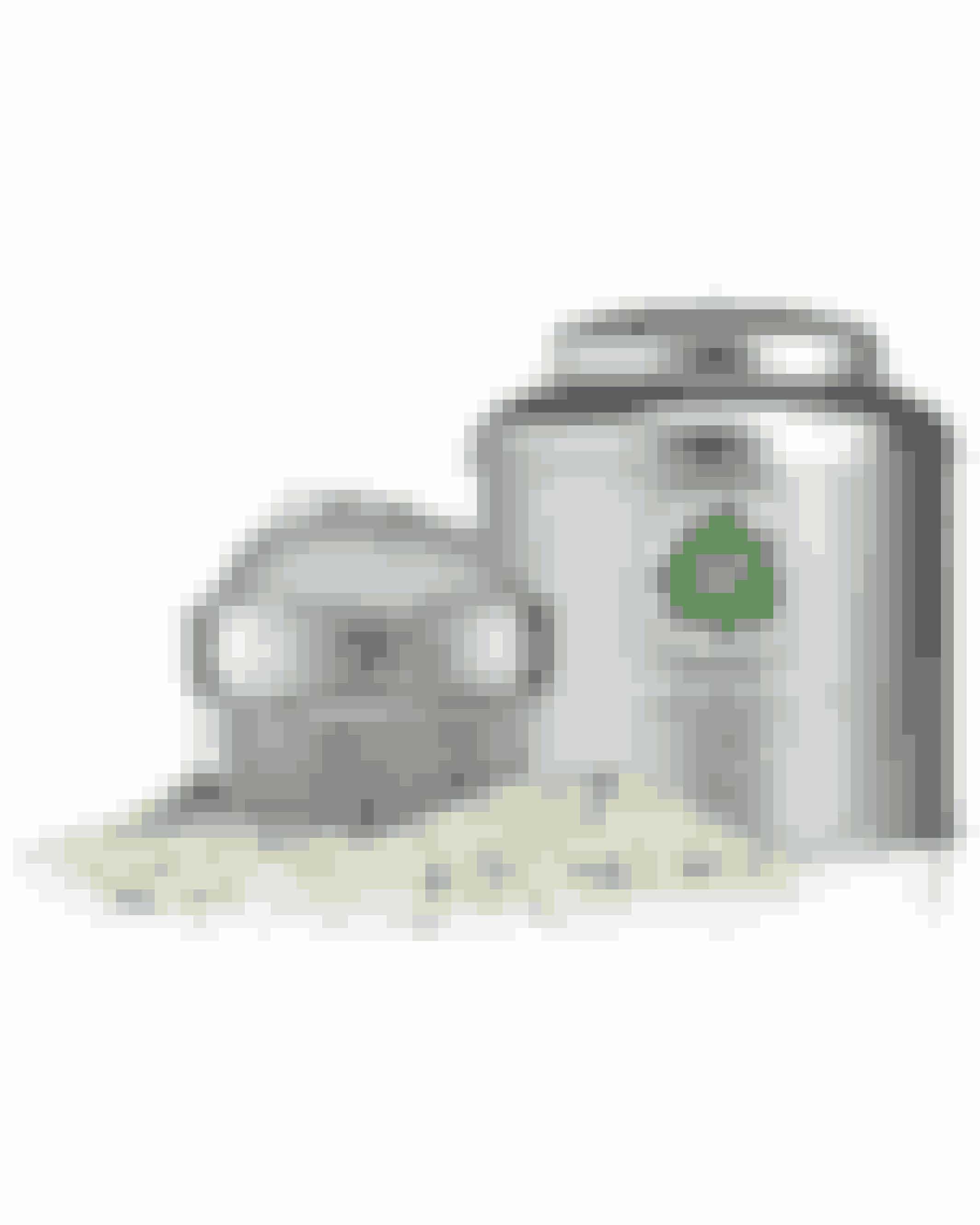 Tag bad i Teen!Uhm! Gør dig selv den tjeneste at dufte til denne fuldstændig vidunderlige bade-te, som jeg omgående fik lyst til at bade i. Bade-teen indeholder hele grønne teblade, som detoxer din krop og hjælper din hud med at rense ud og fjerne giftstoffer. Og den fine dåse pynter så smukt på badeværelset.Fuji Green Tea Detox Bath Tea, The Body Shop, 300 g, 195 kr. Fuji Green Tea BathInfuser, The Body Shop, 50 kr.FÅS HER