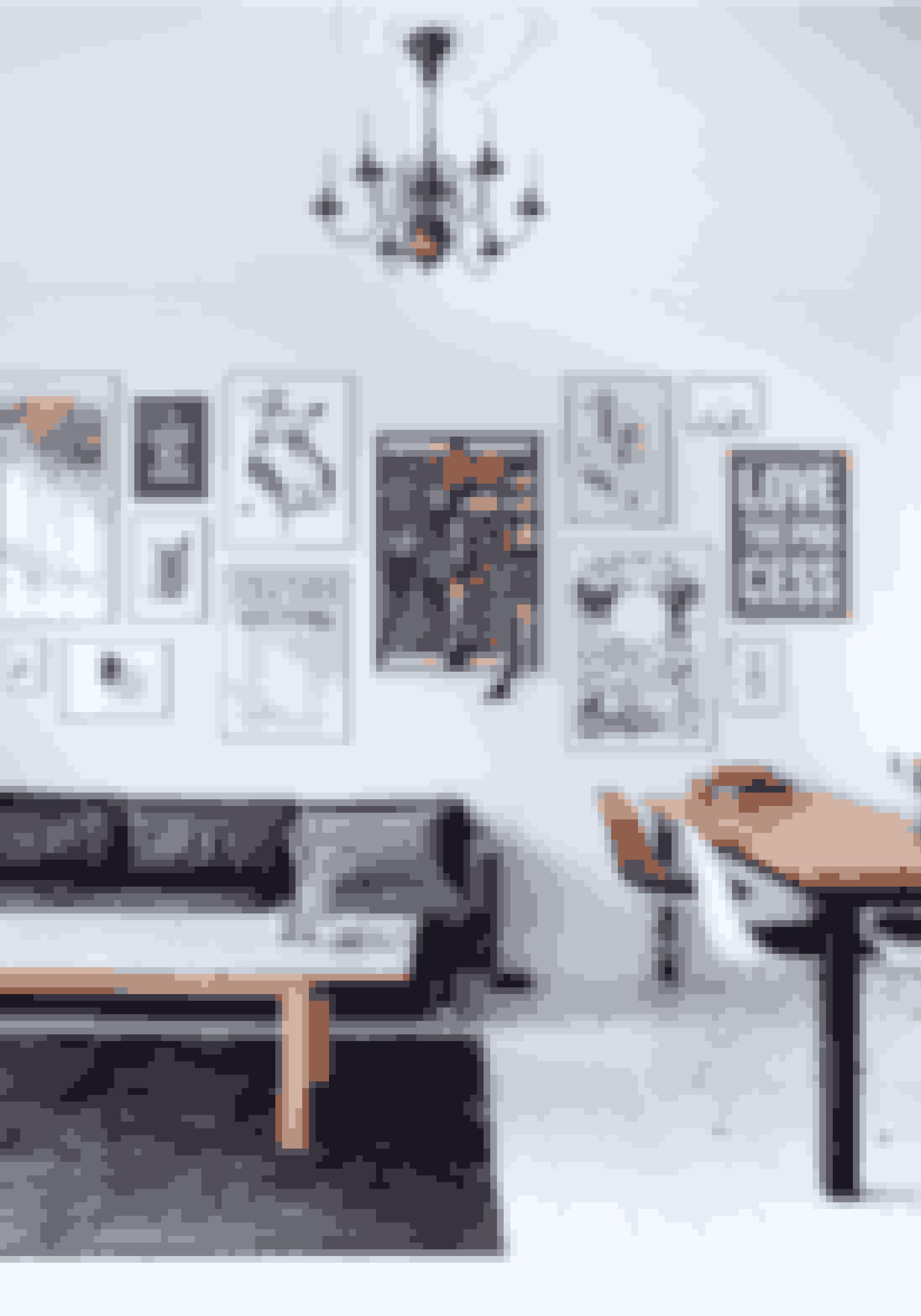 Lad en billedvæg fylde hele væggen i stedet for kun at lade den fylde over sofaen eller spisebordet.