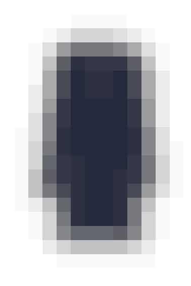 Hvis du vil gå i blå fra top til tå, er det vigtigt med en både varm og trendy vinterjakke. Denne minimalistiske sag har et smagfuldt snit og fine detaljer. Den er er S\'nob de Noblesse og koster 999 kr.