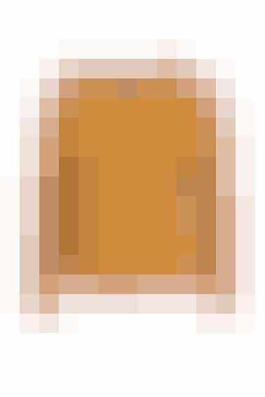 Vil du holde varmen, kan du bruge dine bukser sammen med strik i en varm farve, som denne fra Nué Notes i sennepsgul. Den koster 1.200 kr.