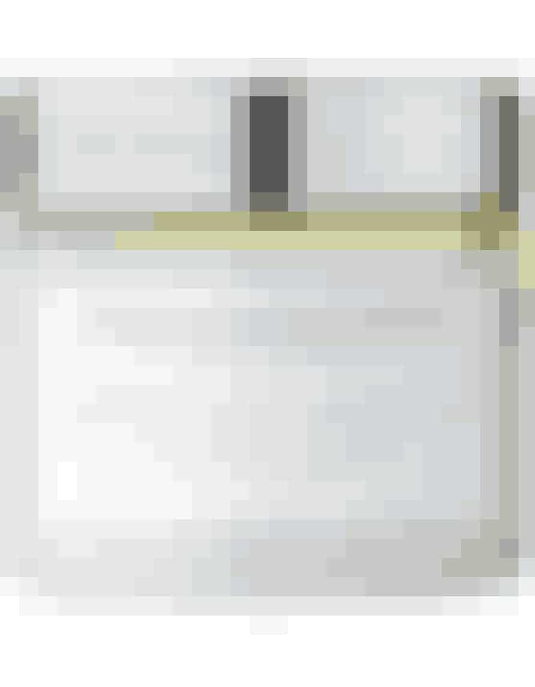 Tromborg scrub Forkæl din tørre vinterhud med en fugtgivende bodyscrub fra Tromborg med mandelolie og æteriske olier. Den fjerner de døde hudceller, så huden bliver blød. Kiwi og mangoduft. Tromborg Body Salt Scrub Lemon Grass, 199 kr. Køb den på shop.dk/in.