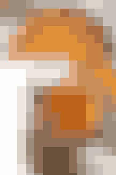 Choko-Orange Protein Mousse: 100 g fedtfattig Skyr/Græsk yoghurt 15 g Chokolade proteinpulver  1 stor tsk. fedtfattig kakao fra Urtekram (kan fås i Irma, Super Best, Super Brugsen mv.) Saft og revet skal fra ½ appelsin Bland alle ingredienser og stili fryseren eller køleskab I 10-15 min.  Appelsin Proteinpandekager: 250 g æggehvide (8 æg eller pasteuriserede æggehvider på dunk (Metro, Inco, Full House eller hos bageren)  30 g Stracciatella eller Vanilje Proteinpulver  40 g havregryn  Saft og revet skal fra en ½ appelsin  1/2 banan 3 g flydende sødemiddel   Alle ingredienser blendes godt i blenderen og bages derefter på panden i middelvarme. Spis Choko-Orange mousse til og hak evt. lidt mandler til at hælde ud over.