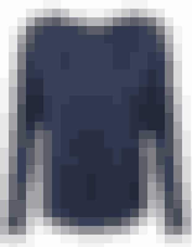 Bluse i smuk dyb metallisk blå, normalpris:1199,- Med rabatkoden frem tild. 11. maj:960,-  Find den HER