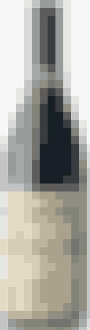 62,50 KR.* ★★★  Vinen er uden årgang og oprindelse, men at druerne kommer fra Rhône er ret oplagt. Rar, fyldig, blød, saftig og charmerende sag domineret af peber. Nem at drikke og praktisk med skruelåg. Drik den til traditionelle grillretter som oksekød eller lam. St. Cosme Little James' Basket Press Frankrig Lars Bjørn Vine