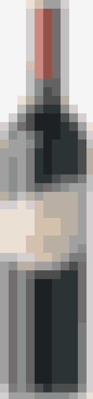 69 KR.** ★★★★  Her er pondus og en behagelig syre i denne blanding af Zinfandel og Merlot. Fin balance mellem chokolade og krydderier og god tyngde. Drik den til en god burger, til svinekød, pølser, en kotelet eller lammekølle. Navnet kan jo inspirere konversationen omkring grillen.  Pacifi c Estates 2007 Lustful Marriage Paso Robles USA A Vinstouw