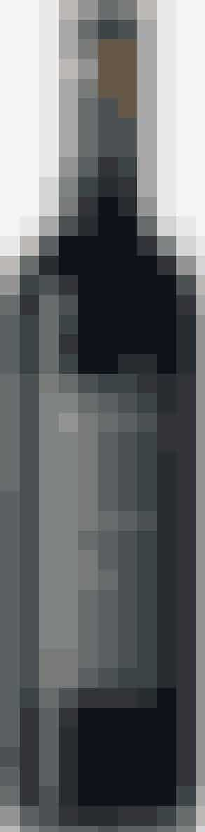 70 KR.*** ★★★ Vinen her får ofte pæn omtale i blindsmagninger, og den har da også en fi n afbalanceret smag med en god afsluttende syre og er mere frugtig end de fl este sydamerikanske vine. Ja, den har faktisk både en god druesmag og pæne tanniner. Drik den til marineret oksekød eller grillet lam. Lapostolle 2009 Casa Rapel Valley Chile Philipson Wine