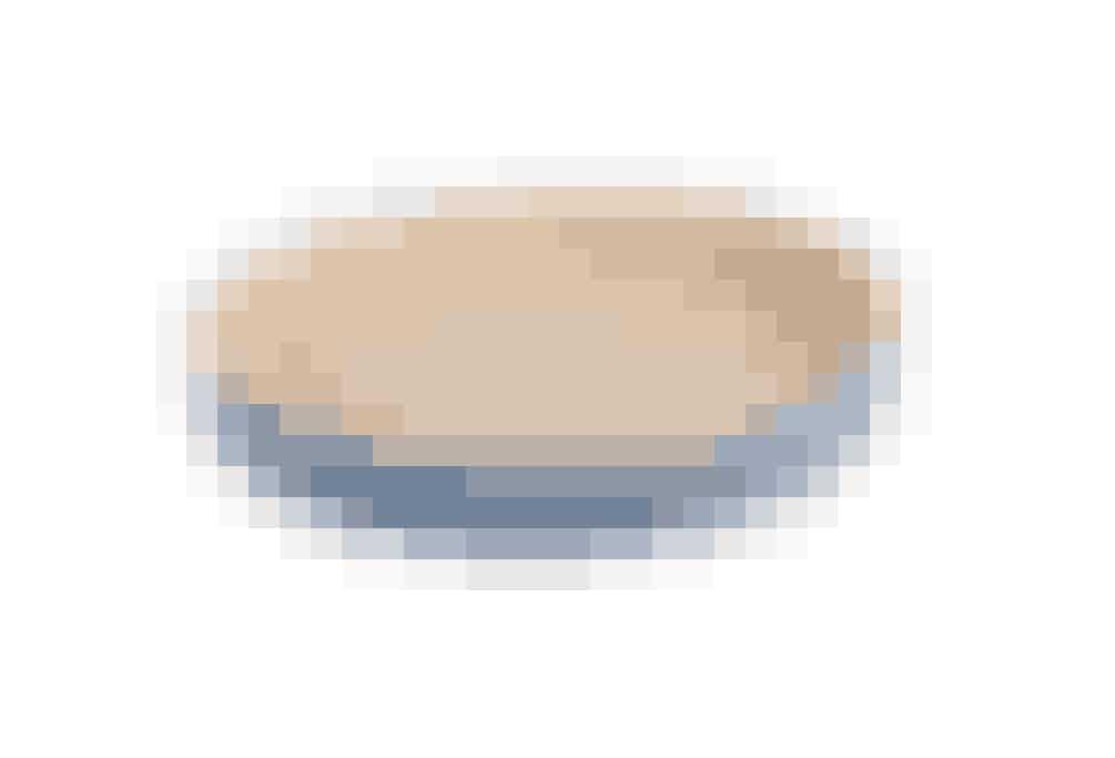 Tærteformen er fra Mynten serien i farven \'Nordic Sky\'. Tærteformen er lyseblå udvendig og cremefarvet indvendig. Du kan bruge tærteformen til at lave lækre tærter af enten den sunde eller søde slags. Tærteformen er i fint porcelæn, og kan tåle at komme i ovnen og fryseren. 129 kr. shop.madogbolig.dk