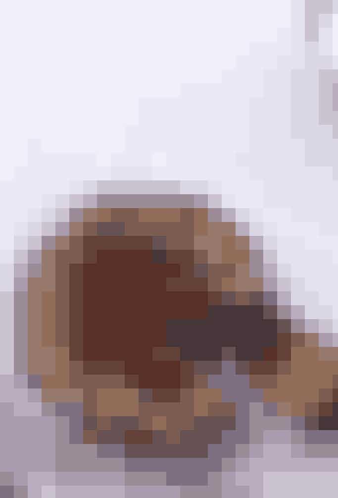Egentlig er Sachertorte bare en god chokoladekage med chokolade, der er blevet piftet op med abrikosmarmelade og chokoladeglasur. Få opskriften her
