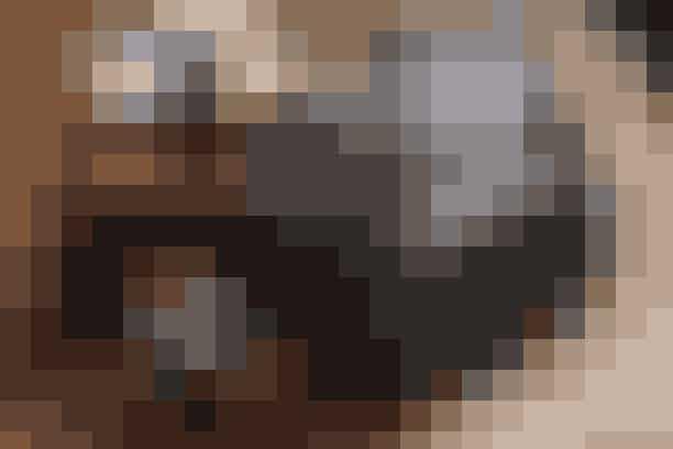 Ro Chokoladelaver påskeæg med mange forskellige smagsvarianter, som du kan sammensætte ud fra, hvad der tiltaler dit chokoladehjerte. Prøv også deres gaveæske med 24 firkantede chokoladestykker i fire smagsvarianter; ren marcipan, marcipan med pistacie, marcipan med æble & kanel og marcipan med citron, 195 kr.