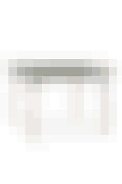 Lækker kvadratisk bord 120x120 fra Normann Copenhagen. Egner sig både som skrivebord og spisebord. Pris: 9.999 kr. Skriv dig op til bordet her!