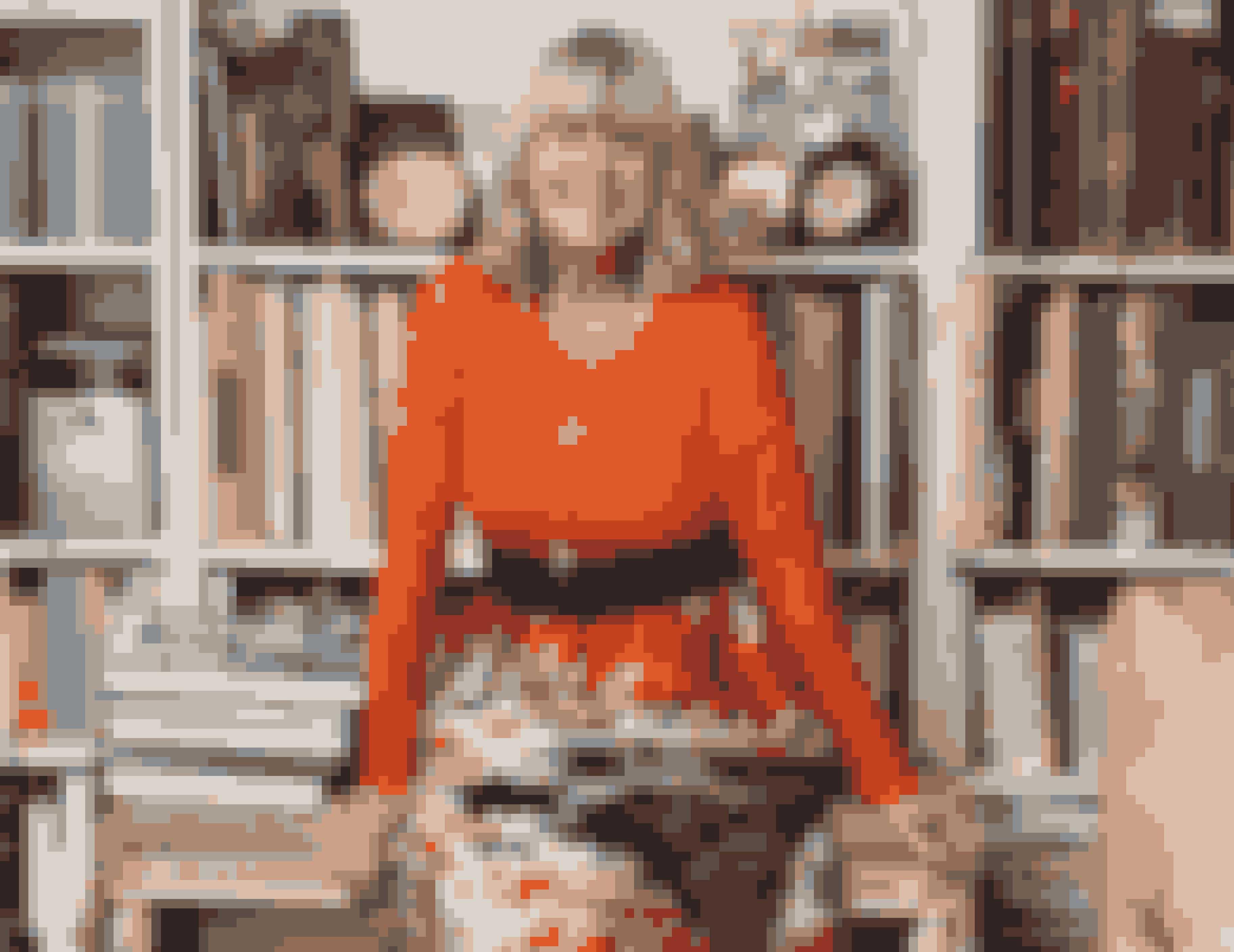 Den smukke nederdel fra MSGM har Lotte Freddie fået af sin kære veninde Gitte Green. Hun bruger den gerne sammen med den orange blonde-sweater fra H&M.