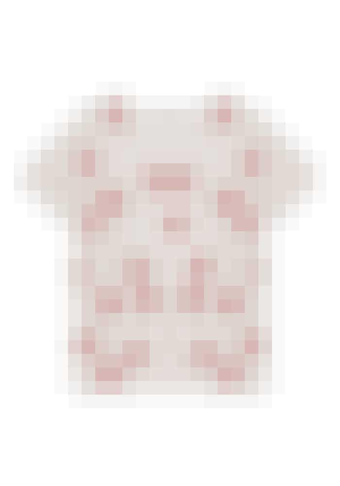 – Hvem vil ikke gerne have en T-shirt fuld af kys?Munthe, 499 kr. Find forhandler HER