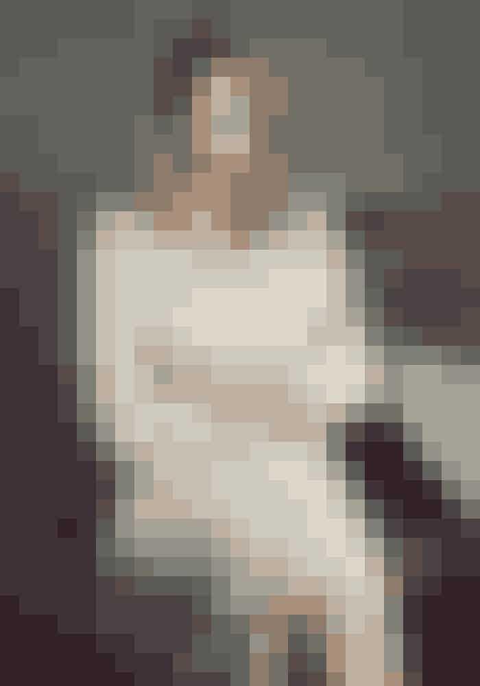 Camilla Frank 44 år, CEO for Copenhagen Fashion Week, Copenhagen Fashion Festival & fashionforum.dk'I 2017 vil jeg arbejde på fortsat at udvikle og løfte vores brand. Jeg drømmer om, at de frø, der allerede er lagt i jorden for København som international modedestination, titter frem og måske allerede begynder at folde deres blomster ud til modeugen i august. Privat drømmer jeg om, at Morten Harket holder en solokoncert kun for mig.'Skjorte Hermès, 13.125 kr. Nederdel Hermès, 21.750 kr.