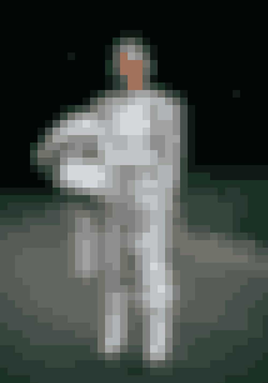Mette Sorrig, fashion bloggerInstagram: @msorrigSko fra Jimmy Choo x Off-White, top fra By Malene Birger, suit og jakke er vintage