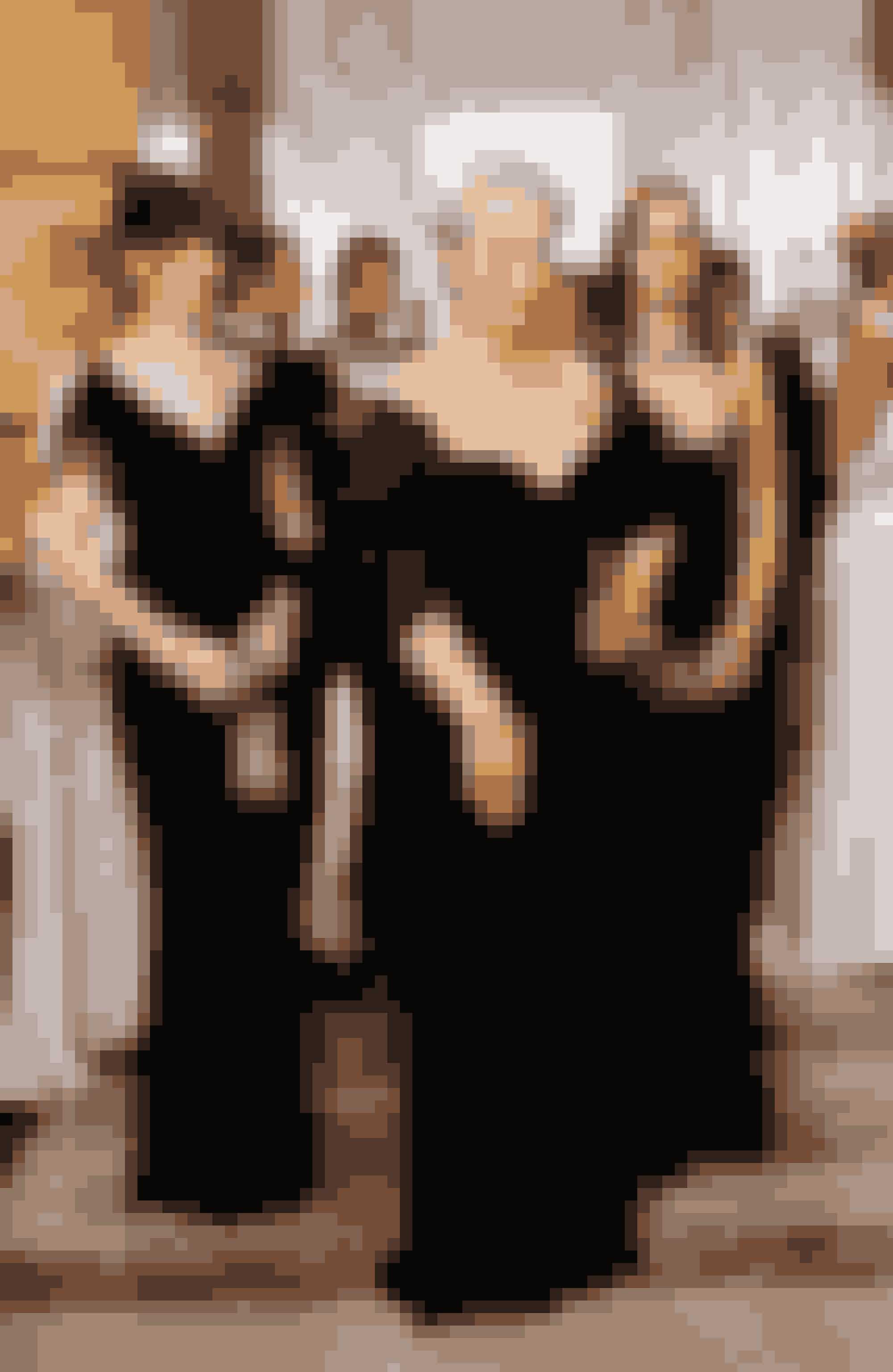 The Devil Wears Prada (2006)Anne Hathaway og Meryl Streep spiller med i denne kultfilm, som er en fiktiv fortælling omLauren Weisbergers egne oplevelser som assistent til chefredaktøren på et af verdens største modemagasiner (som eftersigende skulle være Vogue). Her er der garanti for underholdning og fantastisk mode fra de største designhuse.