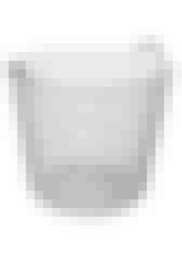 Classic 65 kurv fra Korbo i galvaniseret stål, H 42 cm x Ø 48 cm, rummer 6500 cl, 740 kr.Invester i en trådekurv som denne, der oser af patina.Kurven er praktisk til f.eks. brænde, tæpper og puder, og giver din terrasse et lækkert pift.Kan købes online HER
