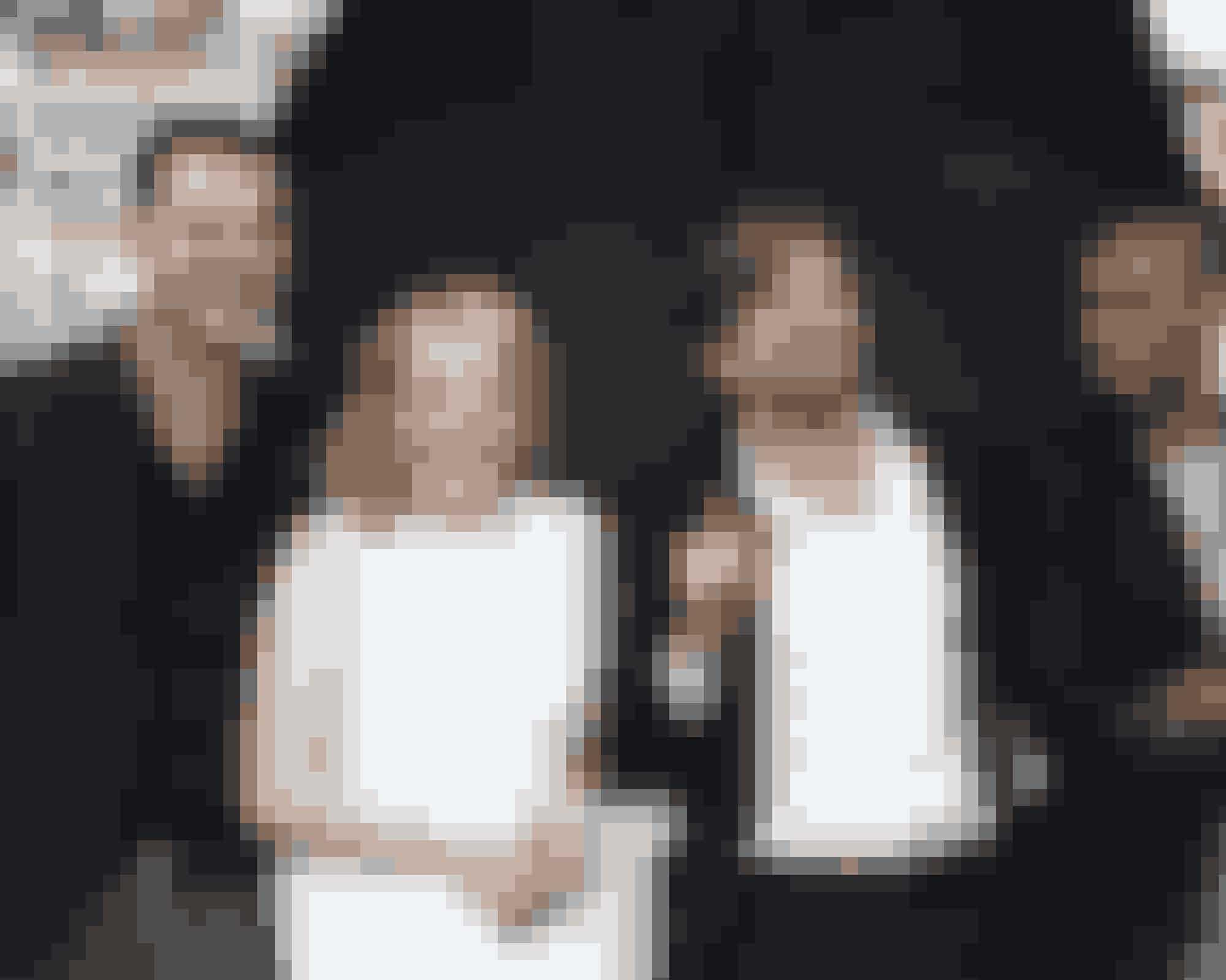 10. (Næsten) dansk vinder i CannesSvenske Ruben Östlund tog fusen på de fleste, da hans internationale dramakomedie 'The Square' løb med Guldpalmen på årets filmfestival i Cannes. Filmen har Claes Bang i den mandlige hovedrolle, og danskeren blev også udråbt som årets mandlige skuespiller ved European Film Awards for nylig.