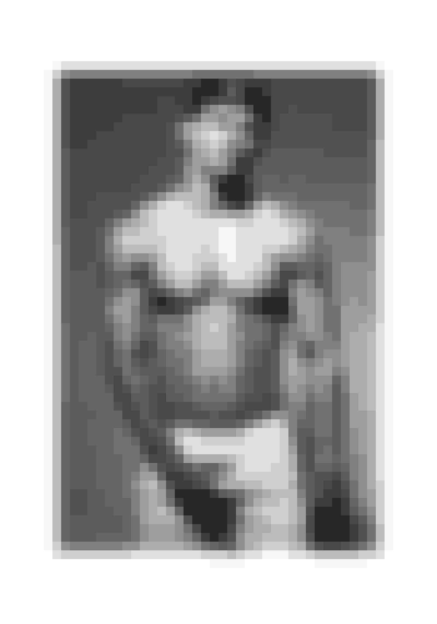 1991Brandnavnet er essentielt i 1990'erne, og Calvin Klein lancerer sin legendariske kampagne med Mark Wahlberg, der i bar overkrop og hvide boxershorts påstår, at intet kommer mellem ham og hans Calvins. Sidste år relancerede Calvin Klein kampagnen under hashtagget #mycalvins med Justin Bieber i samme setup.