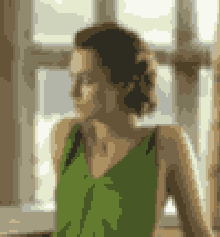 Atonement (2007)Filmen er baseret på Ian McEwans roman af samme navn, og har 2. verdenskrig som baggrund. James McAvoy, Keira Knightley og Vanessa Redgraves spiller med i det romantiske drama, som også byder på smukke draperede kjoler fra 1930'erne og skræddersyede outfits fra 1940'erne og 1950'erne.