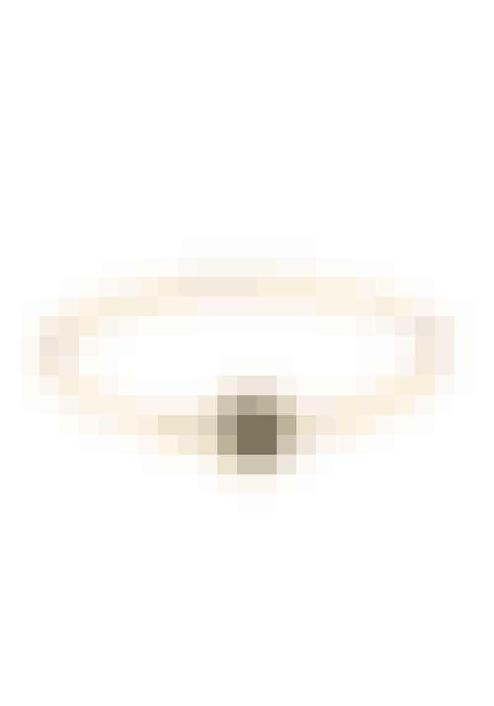 Et simpelt og klassisk armband, der går til alt. Det kan man altid bruge.Armbånd, Logo Disc Bracelet, Marc Jacobs, 439 kr.Fås online HER