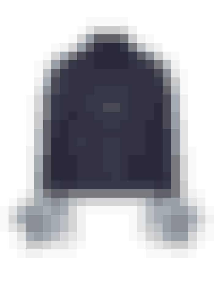 Prada, denim jakke i mørk blå med fjer detaljer, 9.312 kr.Kan købes online HER