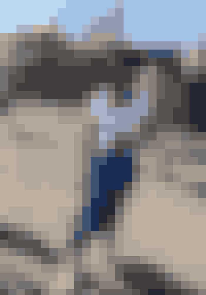 Pumla i blå nederdel fra Ganni.