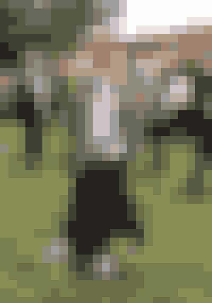 Stine, 24 årJakke, hættetrøje, nederdel og taske fra Ganni