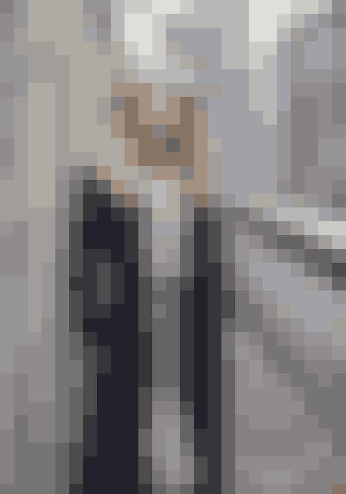 Pyjamas Olivia von Halle hosRiver and Raven, 3.190 kr.Jakke Pas de Calais hosRiver and Raven, 5.450 kr.Tyndt tørklæde Filippa K, 700 kr.