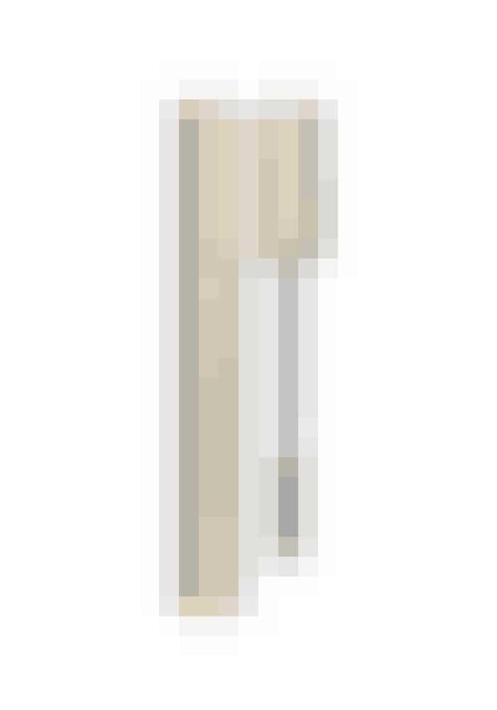 Flotte vipperVipperne forbliver smidige og får virkelig flot volumen med denne mascara fra Clarins. Hemmeligheden er indholdet af blandt andet akacie-blomstervoks, som gør konsistensen cremet og nem at bygge op uden at klumpe.Mascara Supra Volume, Clarins, 225 kr. Købes online HER
